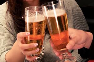 グラスビールでの乾杯